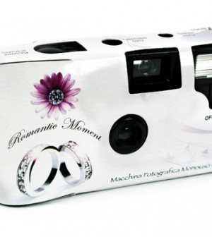 Macchine fotografiche usa e getta al banchetto di nozze